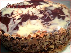 Gateau anniversaire chocolat glaçage marbre