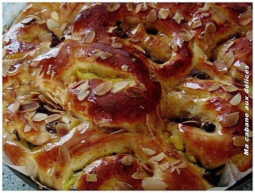 Chinois, brioche creme patissière et raisins secs