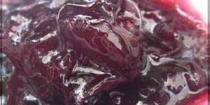 Confiture de cerises avec bigarreaux noirs du jardin