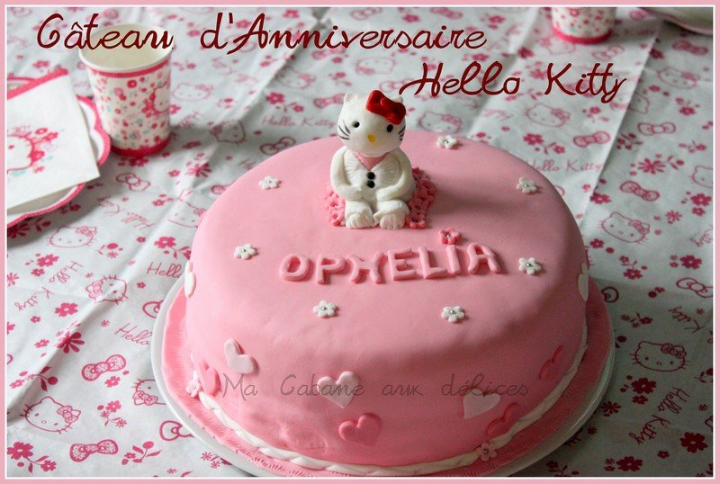 gateau d 39 anniversaire hello kitty pate a sucre la cuisine de djouza. Black Bedroom Furniture Sets. Home Design Ideas