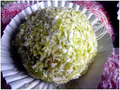 Boules de coco colorés fondantes