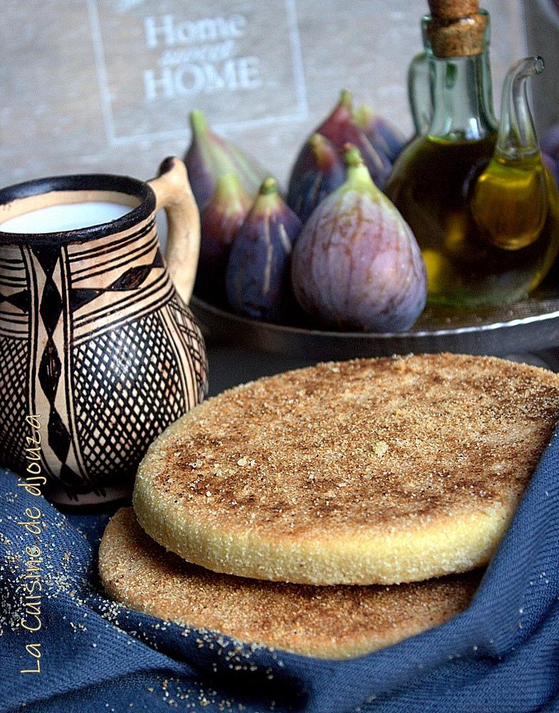 Galette kabyle à l'huile d'olive et semoule fine