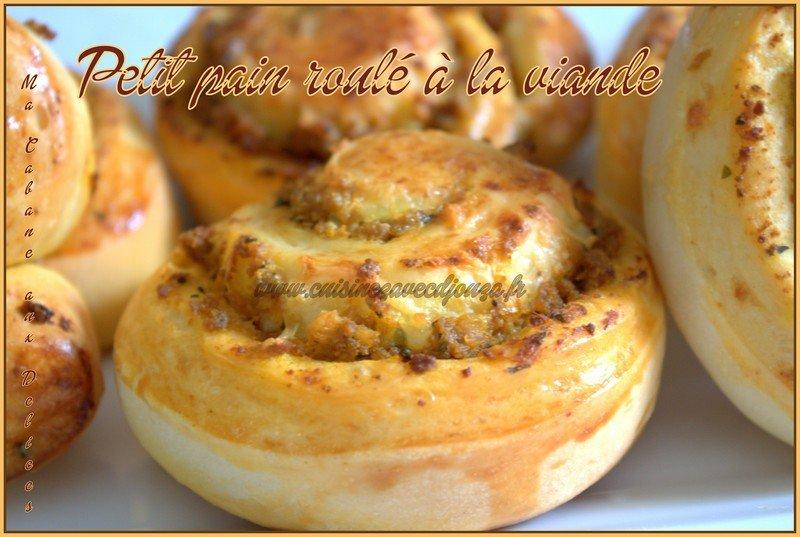 Petit pain roule a la viande et fromage