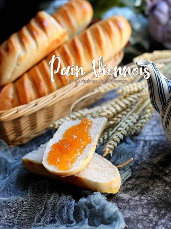 Pain viennois boulanger pour le petit déjeuner