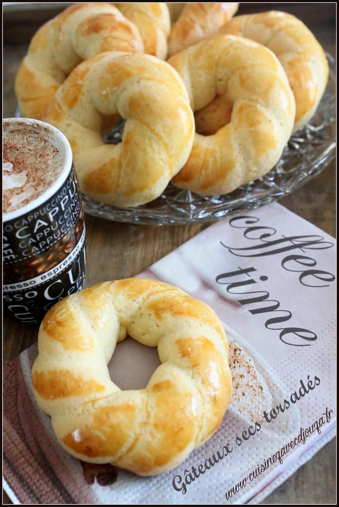 Gateau ou biscuit sec torsadé algérien