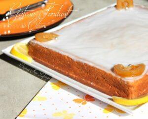 Gâteau hyper fondant au citron et graines de pavot surmonté d'un glaçage citron
