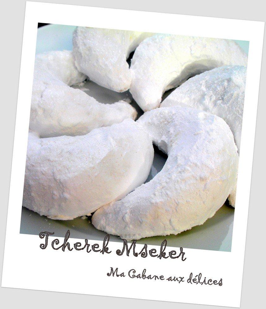 corne de gazelle algérienne aux amandes roulée au sucre glace