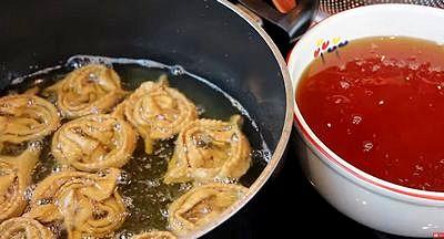Cuisson des chebakias dans l'huile