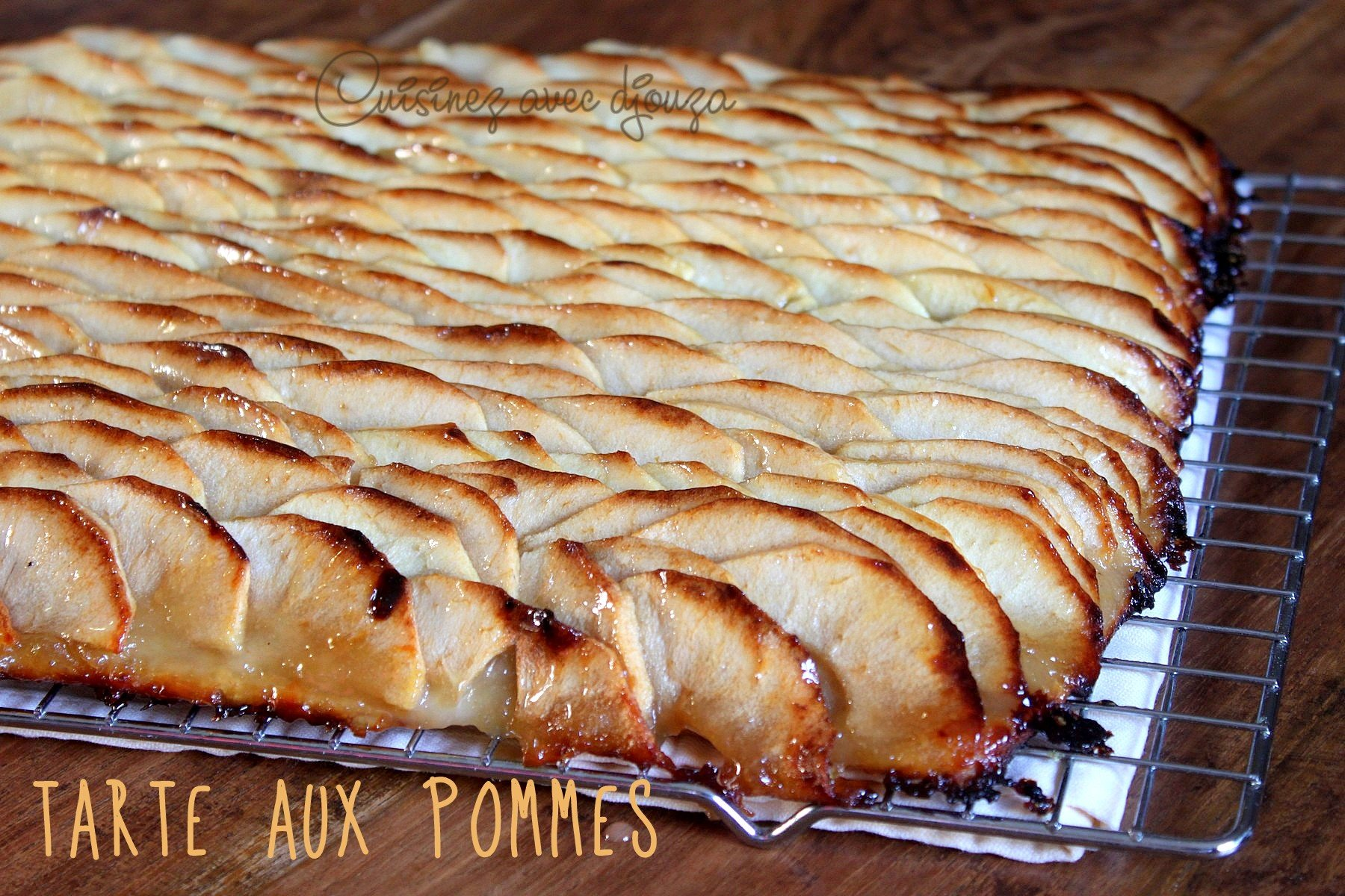 Tarte aux pommes avec pâte feuilletée prête