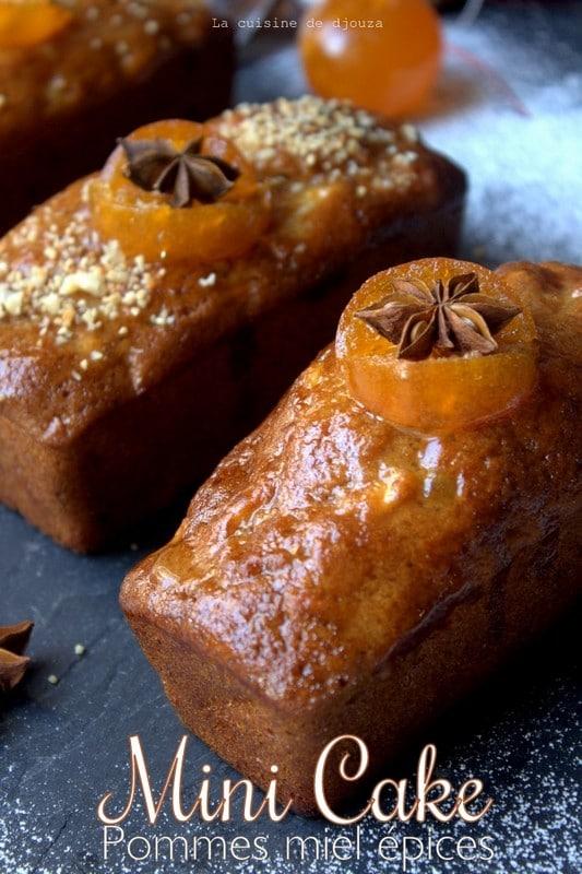 Mini cake ou petit gâteau aux pommes, noix et miel