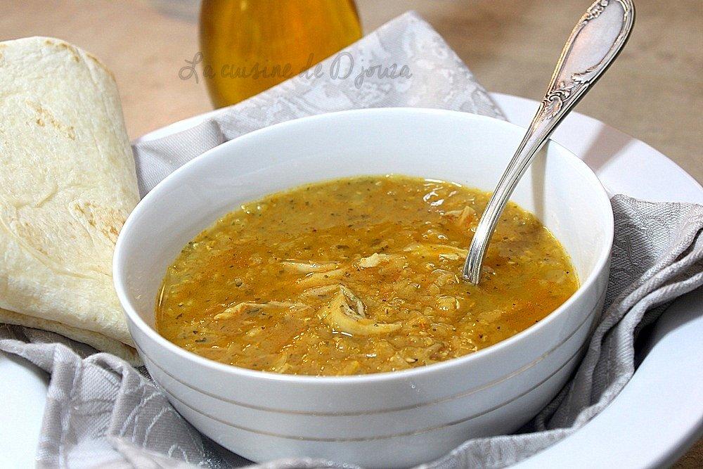 Soupe de lentilles rouges au curry et poulet