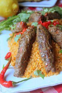Brochettes kebab de viande hachée au barbecue