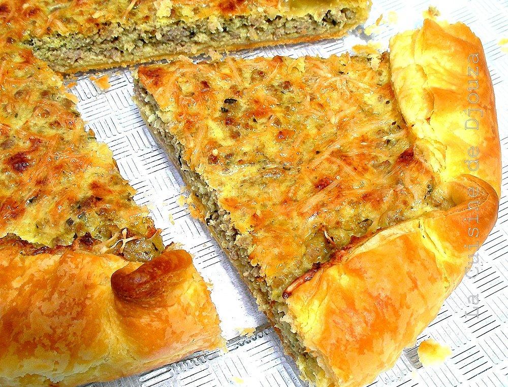 Tarte à la pâte feuilletée et à la viande hachée
