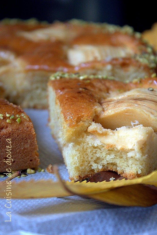 Gâteau moelleux aux pommes tranchées et serrées