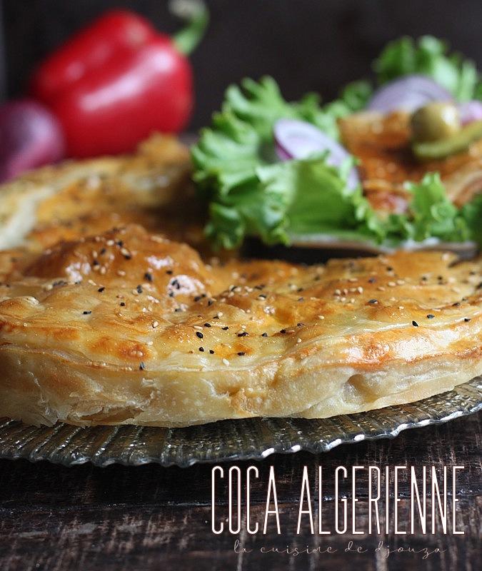 Coca algérienne pizza couverte feuilletée