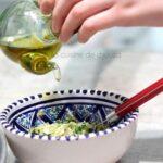 versez l'huile d'olive