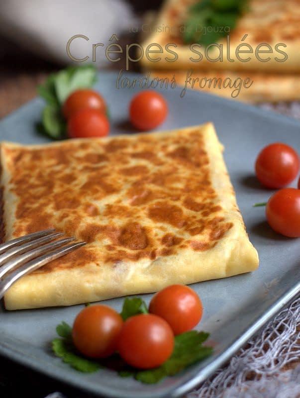 Crêpe salée savoureuse aux lardons et fromage