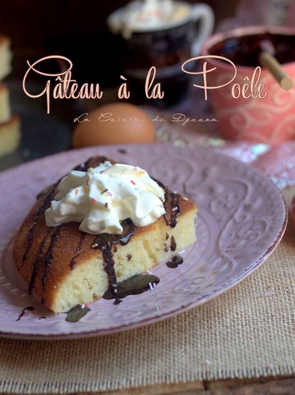 Gâteau moelleux à la poêle avec un oeuf