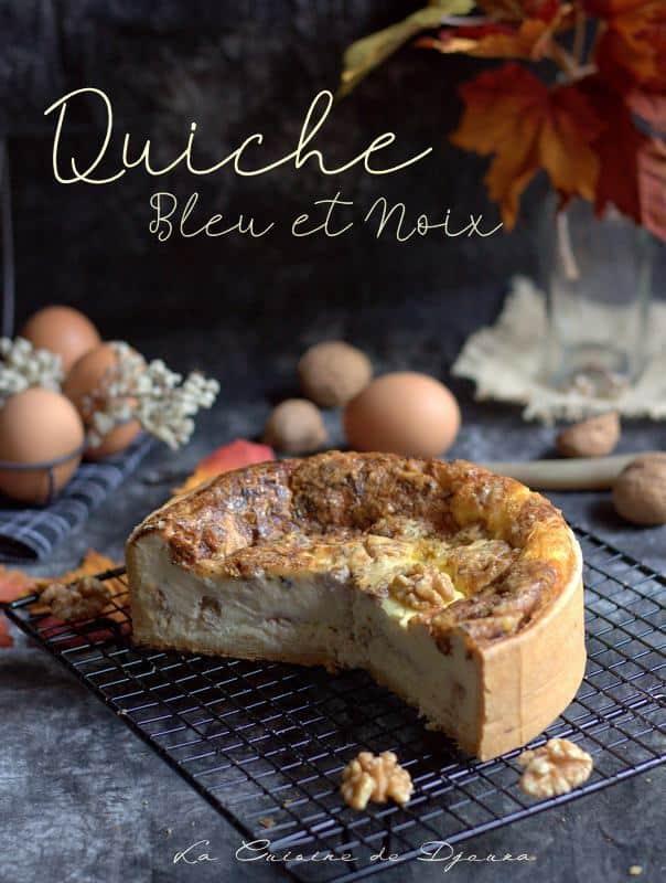 Coupe de la tarte salée au fromage de bleu et noix