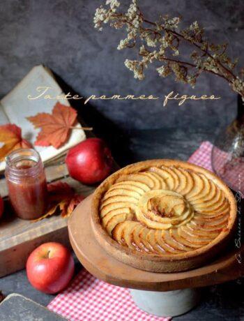 tarte préparée avec des pommes et compotée de figue